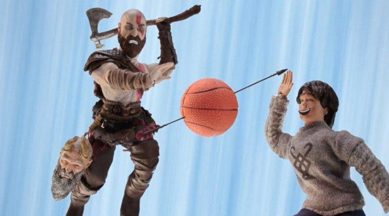 Ξεκαρδιστική διαφήμιση με τους ήρωες του God of War