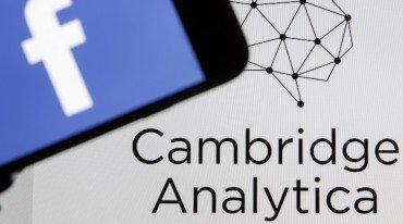 To Facebook ενημερώνει τους χρήστες για το σκάνδαλο Cambridge Analytica