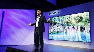 """Η Samsung παρουσίασε το 146ιντσο """"The Wall"""""""