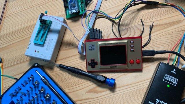 H Nintendo κατέβασε τα videos χρήστη που hackαρε το Game & Watch και έβαζε έξτρα παιχνίδια